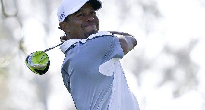 Tiger Woods se retire sur le green du Farmers Insurance Open