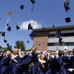 Les écoles de la région partagent leur diplôme et leurs plans de bal