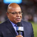 Mike Tirico de NBC appelle le golf en direct à 1 000 miles de distance