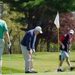 Les golfeurs ravis d'être de retour, mais l'éloignement social n'est pas parfait