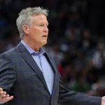 Sac postal Sixers: Est-ce la finale de la NBA ou le buste de Brett Brown?