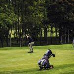 La police dit au club de golf que certains membres ont voyagé trop loin pour jouer