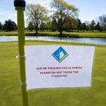 Le jeu continue alors que les terrains de golf locaux ouvrent selon des directives strictes
