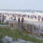 Mises à jour sur le coronavirus: les visiteurs affluent vers les plages de Jacksonville après leur réouverture pour l'exercice et l'activité