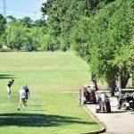 Des terrains de golf louent des voiturettes, ouvrent des pavillons alors que les restrictions se desserrent