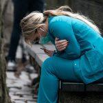 Une infirmière de New York ne sympathise pas avec les gens qui sont en colère contre la fermeture des terrains de golf: «Des gens meurent dans notre hôpital en ce moment.