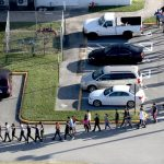 Le surveillant de l'école de Parkland veut être retiré de la poursuite pour mort injustifiée
