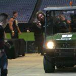 Deux lutteurs ont renversé leur adversaire avec une voiturette de golf sur AEW Dynamite. C'était parfait.